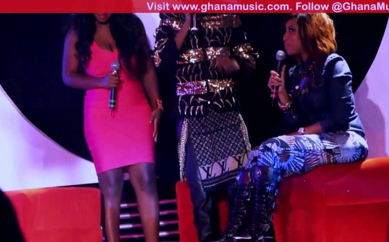Joselyn Dumas – Falls on stage at Channel O news launch | Ghana Music