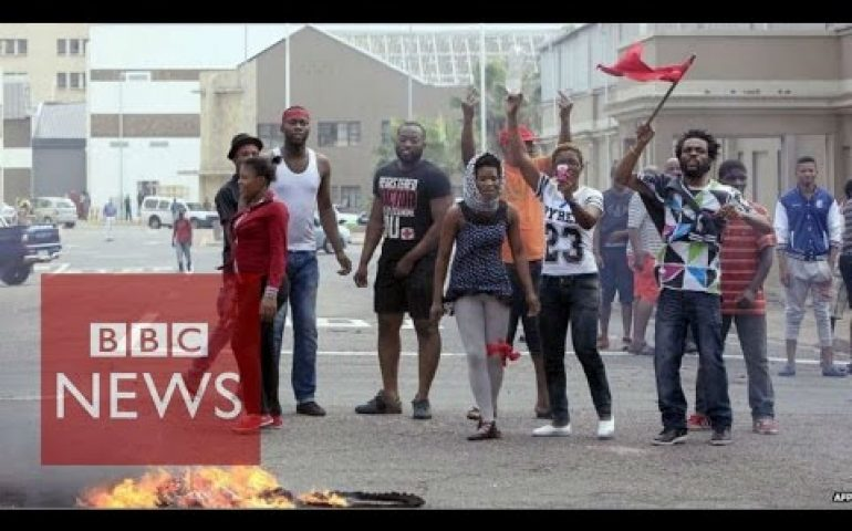 South Africa: Xenophobic violence against foreigners spreads – BBC News