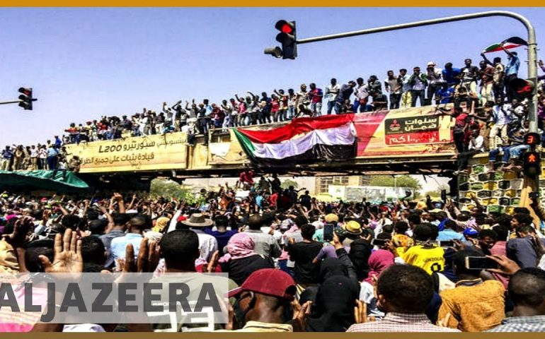 🇸🇩 Sudan: Security forces crack down on surging anti-Bashir protests | Al Jazeera English